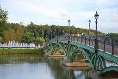 Openwork ärke- bro i museum-reserven Tsaritsyno moscow Arkivbilder