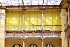Openwork kratownica balkon wnętrze poczta offi Zdjęcia Stock