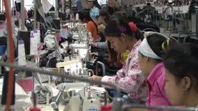 Operários do vestuário: Ideia impressionante do Telephoto da linha de trabalhadores em Ásia filme
