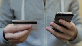 Operação bancária em linha com telefone esperto filme