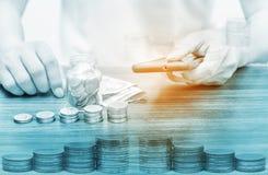 Operação bancária em linha dos Internet banking e conceito móvel da operação bancária foto de stock