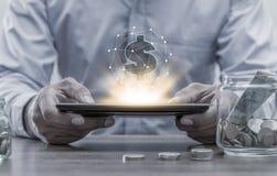 Operação bancária em linha e conceito móvel da operação bancária dos Internet banking fotografia de stock