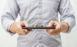 Operação bancária em linha e Internet banking para o conceito da finança imagens de stock royalty free