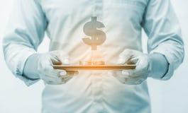 Operação bancária em linha e Internet banking para o conceito da finança fotografia de stock royalty free