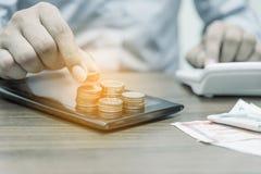Operação bancária em linha e Internet banking para o conceito da finança imagem de stock royalty free