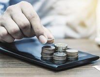 Operação bancária em linha e Internet banking para o conceito da finança fotografia de stock