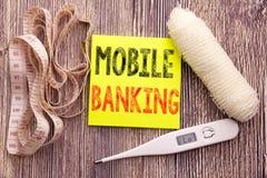 Operação bancária móvel Conceito da saúde da aptidão do negócio para o fundo de papel vazio escrito e-banco da nota pegajosa dos  imagens de stock