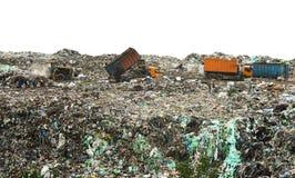 Operação de descarga com as pilhas enormes do lixo imagens de stock