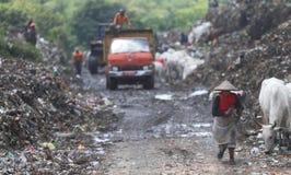 Operação de descarga do final do lixo Foto de Stock
