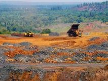 Operação de descarga do minério esgotado Fotografia de Stock