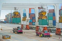 Operação do recipiente no porto marítimo Fotos de Stock Royalty Free