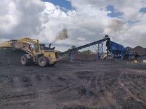 Operação no stockplie, betuminoso - carvão antracífero, carvão do nível superior foto de stock