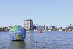 Opera d'arte di galleggiamento a Amsterdam. Fotografia Stock