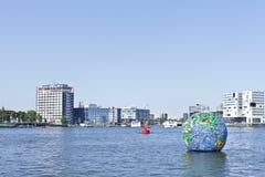 Opera d'arte di galleggiamento a Amsterdam. Immagine Stock