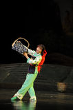 Opera di bambù del Jiangxi di ballo di minoranza una stadera Immagine Stock Libera da Diritti
