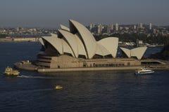 Opera House In de loop van de dag gefotografeerd Stock Afbeeldingen