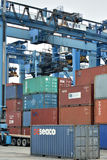 Operación de la yarda de mercancías del envase, Xiamen, China Imágenes de archivo libres de regalías