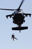 Operación de rescate del helicóptero imagen de archivo libre de regalías