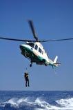 Operación de rescate en el mar en helicóptero Fotos de archivo libres de regalías