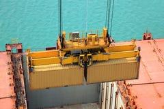 Operación del envase en puerto Imagen de archivo libre de regalías