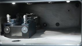 Operación del rodillo en la cámara de trabajo metal de la impresión de la impresora 3D almacen de video