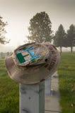 Operaci wolności Irakijski kapelusz na Veteran& x27; s nagrobek Obrazy Royalty Free