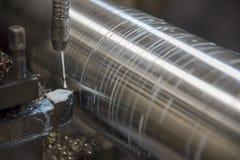 Operacja tokarski maszynowy rozcięcie stalowy dyszel obrazy royalty free