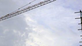 Operacyjna ręka dźwigowy chodzenie w budynek budowie zdjęcie wideo