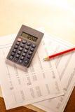 Operacyjny budżet, kalkulator i ołówek, zdjęcie royalty free