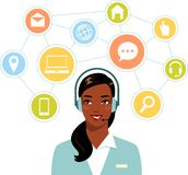 Operador afroamericano de la mujer de la atención al cliente en línea del centro de atención telefónica Imagen de archivo