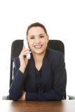 Operador alegre de sorriso do telefone da sustentação imagem de stock royalty free