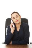 Operador alegre de sorriso do telefone da sustentação foto de stock royalty free