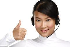 Operador asiático de sexo femenino sonriente feliz del servicio de atención al cliente Imágenes de archivo libres de regalías