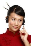 Operador asiático de sexo femenino sonriente feliz del servicio de atención al cliente Foto de archivo libre de regalías