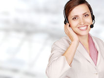 Operador atrativo do centro de chamadas da mulher nova Fotografia de Stock