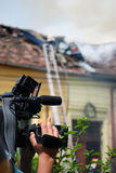 Operador cinematográfico na cena do incêndio Fotografia de Stock Royalty Free