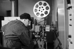 Operador de cámara en el trabajo en el cuarto imagen de archivo