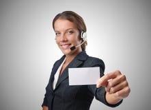 Operador de centro de atención telefónica con el mensaje en blanco Fotos de archivo libres de regalías