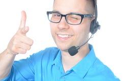 Operador de centro de atención telefónica de sexo masculino joven en traje Imagen de archivo libre de regalías
