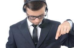 Operador de centro de atención telefónica de sexo masculino joven en traje Imágenes de archivo libres de regalías