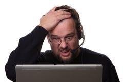Operador de computador masculino de vista confuso Imagens de Stock Royalty Free