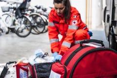 Operador de la emergencia en la acción Imagen de archivo libre de regalías