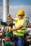Operador de la producción petrolífera de petróleo y gas Foto de archivo