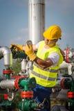 Operador de la producción petrolífera de petróleo y gas Fotografía de archivo