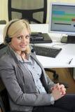 Operador de sexo femenino rubio de las ventas Foto de archivo libre de regalías