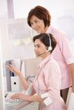 Operador del cuidado del cliente con el supervisor Fotos de archivo