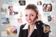 Operador del servicio de ayuda en el teléfono Imágenes de archivo libres de regalías