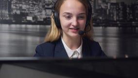 Operador do centro de chamadas video estoque