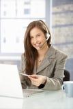 Operador do serviço de informações no trabalho Imagens de Stock