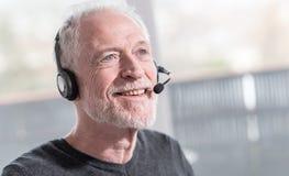 Operador do telefone da sustentação nos auriculares foto de stock royalty free